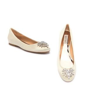 Badgley Mischka Bianca Ivory Satin Flat Shoe 8.5